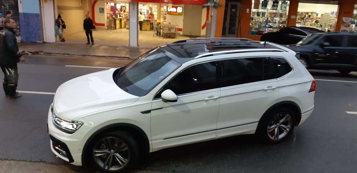 Volkswagen Tiguan All Space com Teto com Oracal 970 Black Piano Premium