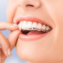 Os tratamentos com Ortodontia Invisível com Invisalign proporcionam tratamentos ortdônticos mais rápidos e mais confortáveis, sem tirar sua Liberdade e mudar absolutamente nada na sua rotina.